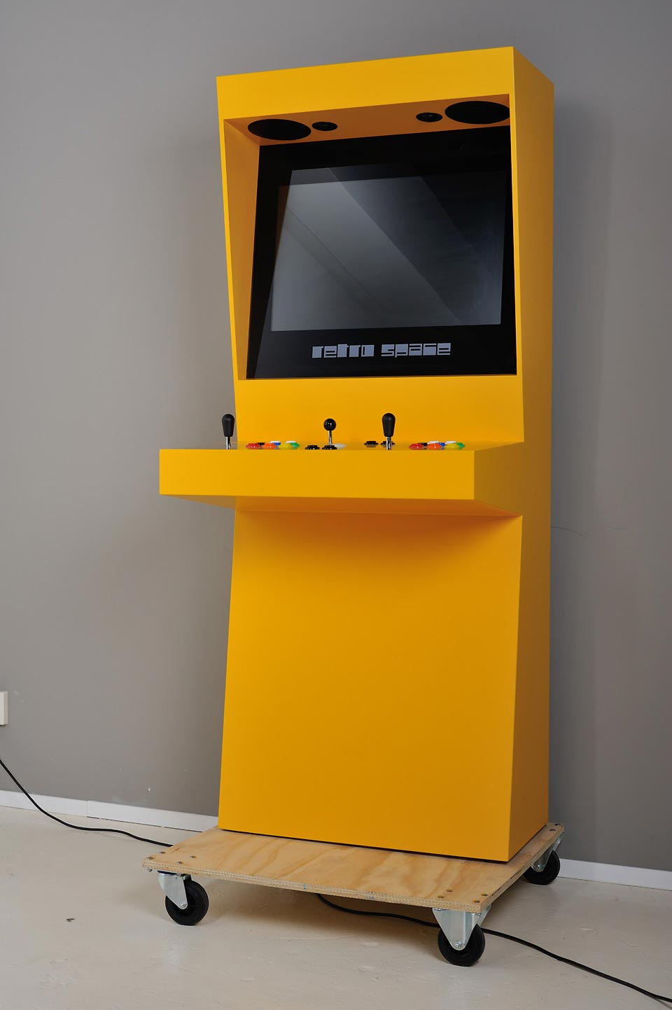 Retro Space full arcade cabinet yellow